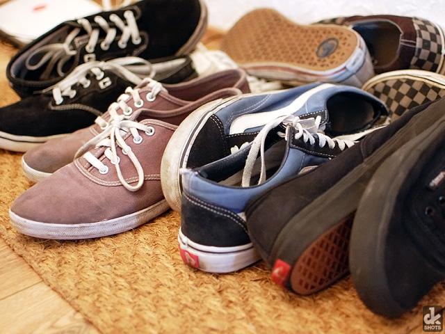 Bild von Schuhen auf einem Haufen